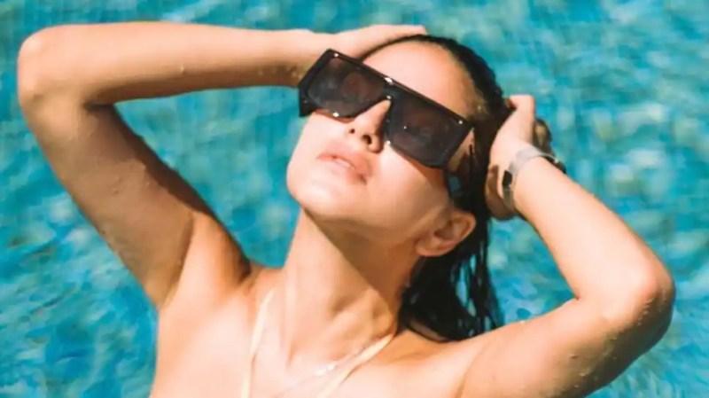 Sunny Leone drops sizzling picture in peach bikini, setsinternet on fire