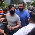 Shah Rukh Khan rushes to Arthur Road Jail to meet son Aryan Khan ahead of bail hearing - Watch video 💥👩👩💥