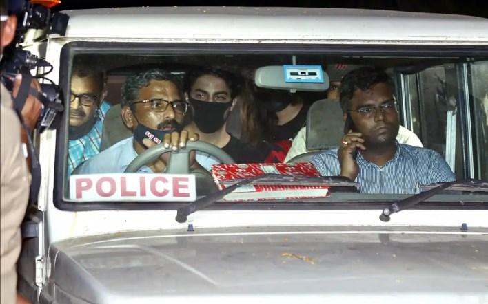 शाहरुख खान के बेटे आर्यन खान को एनसीबी की हिरासत में भेजा गया है