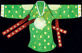 A ceremonial top (dangui) worn by Princess Deokhye as a child and recently discovered at the Bunka Gakuen Costume Museum in Japan /Courtesy of the National Research Institute of Cultural Heritage