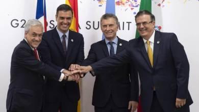 Desde la izquierda, Sebastián Piñera, Pedro Sánchez, Mauricio Macri y Marcelo Ebrard, este viernes en la cumbre del G20 en Osaka. En vídeo, declaraciones de Juncker. Foto: B. Puig | Vídeo: REUTERS