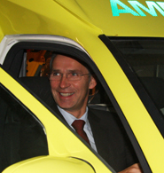 Prime Minister Jens Stoltenberg reached a speed of 130 km/hour trying out the ambulance at Gjøvik University College.