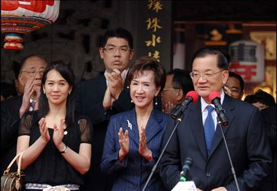 Chinese Kuomintang (KMT) Honorary Chairman Lien Chan (R) delivers a speech as his wife Lien Fang-yu (C) applauds after an ancestor worship ceremony at Liens Ancestral Hall at Maqi Village in Zhangzhou, a city in southeast Chinas Fujian Province on April 19, 2006. Liens ancestors lived in Maqi Village and moved to Taiwan in 1628. Lien Chan and his family members worshipped ancestors at his hometown of Maqi Village.
