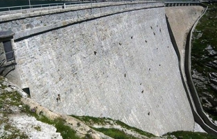 What An Amazing Dam. Wait… What's That? Are Those… / 文章閱讀 : 羊皮紙英文學習網