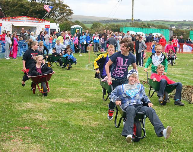 wheelbarrow racing englishenglish