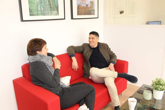 Discussion entre Robert et une stagiaire