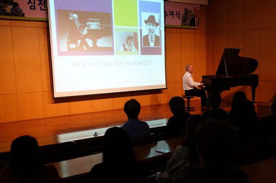 "Vice president of the State University of Music Trossingen Prof. Wolfgang Wagenhäuser presents ""Sound Research"" last month at Kangnam University's German School of Music. Photo: Charles Ian Chun"