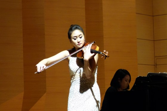 Student Kim Eun-bi performs Wieniawski's Polonaise Brillante in D Major, Op. 4 at the Kangnam University Department of Music 2013 Graduation Orchestral Concert, Cho Hye-eun (piano), 14 Nov 2013. (Photo: Charles Ian Chun)
