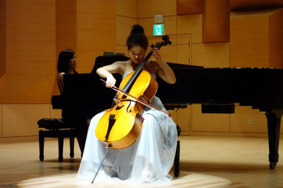 Student Chae Eun-bi performs Tchaikovsky's Variations on a Rococo Theme, Op. 33 at the Kangnam University Department of Music 2013 Graduation Orchestral Concert, Park Jung-min (piano), 14 Nov 2013. (Photo: Charles Ian Chun)