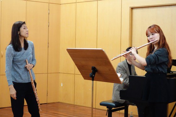 Seoul National University flute professor Hyeri Yoon works with 3rd-year student Song Hyeri on Jolivet's Chant de Linos as GSMW pianist Shunji Hirota accompanies. (Photo: Charles Ian Chun)