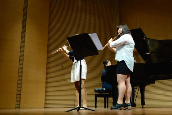 GSMW 4th-year student Jiu Hwang (left) and 3rd-year student Yeji Choi perform L'Enfance du Christ for Two Flutes and Piano by Berlioz.(Photo: Charles Ian Chun)
