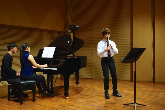 GSMW 2nd-year student Sun Ho Lee performs Debussy's First Rhapsody for Clarinet and Piano.(Photo: Charles Ian Chun)