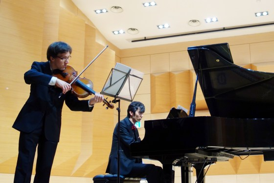 Erwan Richard & Shunji Hirota perform in the Art Building Concert Hall at Kangnam University, 30 April 2013 (PHOTO: Charles Ian Chun)