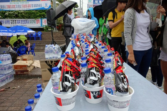 KNU student council's Healing Party and food company Paldo give out free ramen in front of Shalom Hall (PHOTO: Charles Ian Chun)