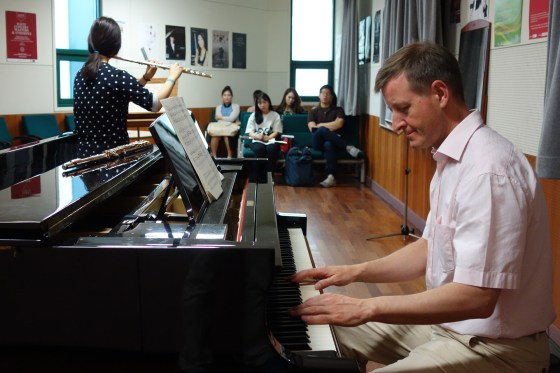 During a masterclass at Kangnam University's German School of Music Weimar, flute professor Ulf-Dieter Schaaff takes a seat at the piano to help student Han Bo-hyun with Hindemith's Sonate for Flute and Piano. (Photo: Charles Ian Chun)