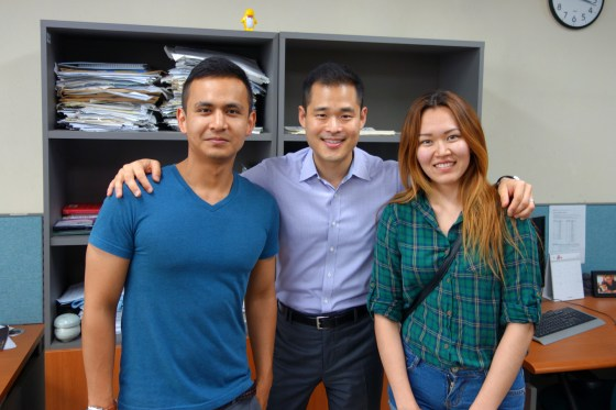Hakbo reporters Almagul Magambetova and Daniar Beisenov stopped by the office to tell editor Charles Chun they've been accepted to graduate school at Sogang University. Congratulations, you two!