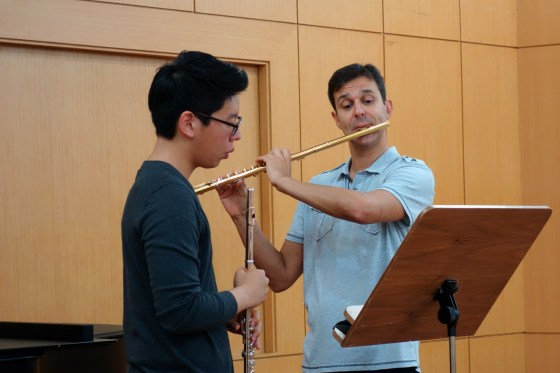 Wrapping up a non-stop summer work schedule, world-renowned flutist and University of Music and Performing Arts Stuttgart professor Davide Formisano works with 2nd-year student Im Man-yeol (임만열) during a series of masterclasses with students of Prof. Philipp Jundt at the German School of Music Weimar. (Photo: Charles Ian Chun)