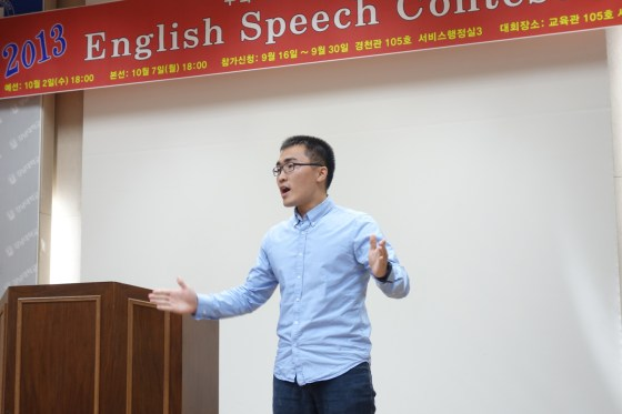 Despite an impressive performance in which he urged fellow students to live their lives, last year's winner, 3rd-year English literature major Kim Weon-jik, had to settle for 2nd place. (Photo: Charles Ian Chun)