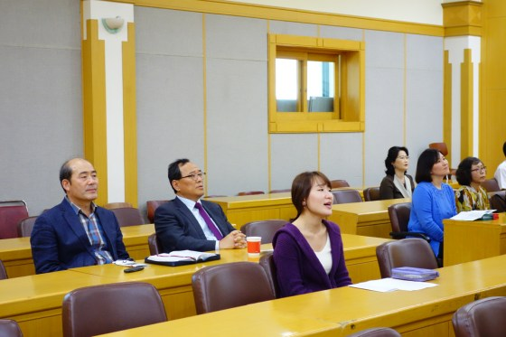 Kangnam University president Yoon Shinil attends the university's first official English-language service October 5 on the 4th floor auditorium in Wooweon Hall.(Photo: Charles Ian Chun)