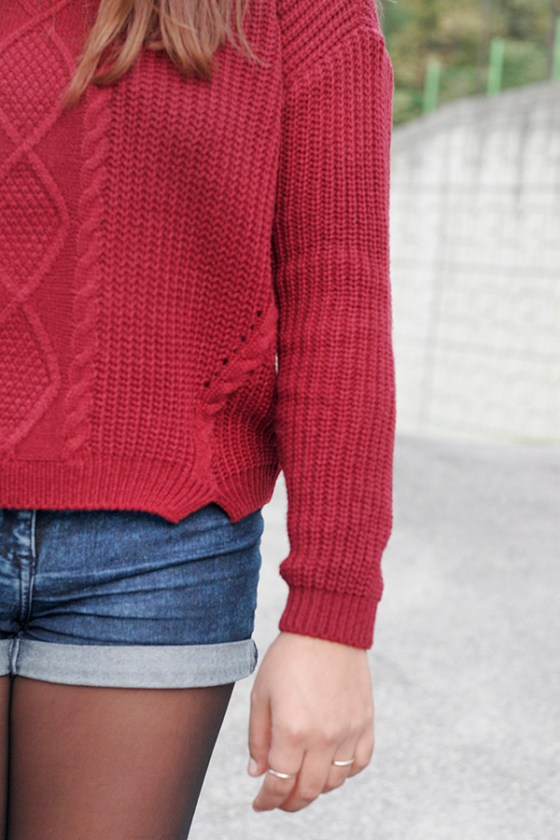 The Kangnam Hakbo, Nov 2015. Try a wine-colored sweater, denim shorts, and leggings this fall. Photo: Kik Vanthanouvong