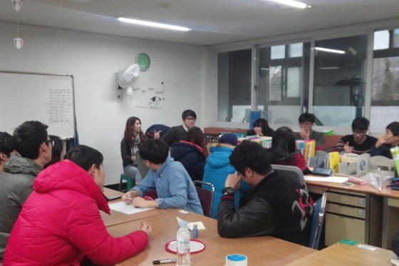 Cclim vice president Kwon Hye Eun addresses the student council at their weekly meeting. (Photo: Han Sol E)