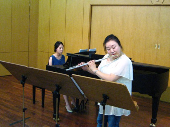 "Kim Kyoung performs Toshi Ichinayagi's ""In a Living Memory"" for flute solo. (PHOTO: Charles Ian Chun)"