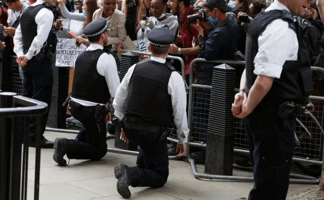 Police Cucks Bending the Knee to Blacks during Protest