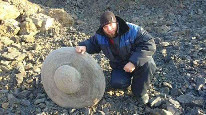 UFO di pietra scoperto in Russia