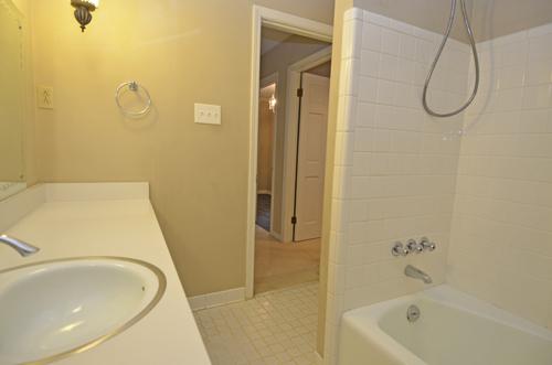 21 Hall Bath 2