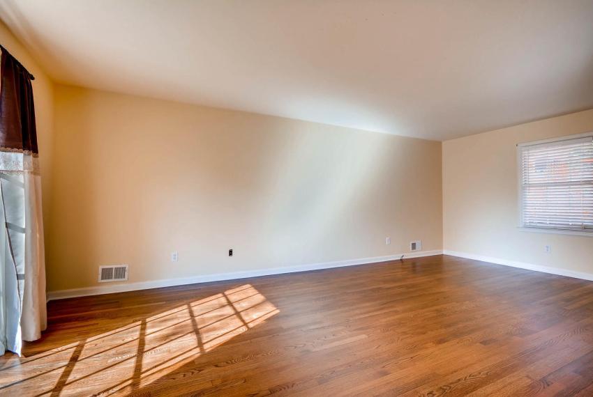 2587-cosmos-court-ne-atlanta-large-006-11-living-room-1499x1000-72dpi