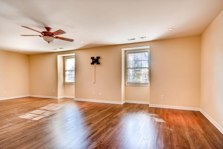 2587-cosmos-court-ne-atlanta-large-026-7-2nd-floor-master-bedroom-1499x1000-72dpi