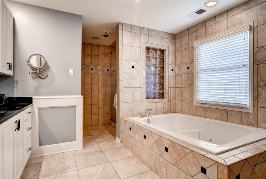 3226-leslie-lane-atlanta-ga-print-016-12-3rd-floor-master-bathroom-2700x1801-300dpi