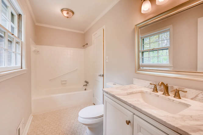2928 Randolph Rd Atlanta GA-small-023-27-Master Bathroom-666x445-72dpi