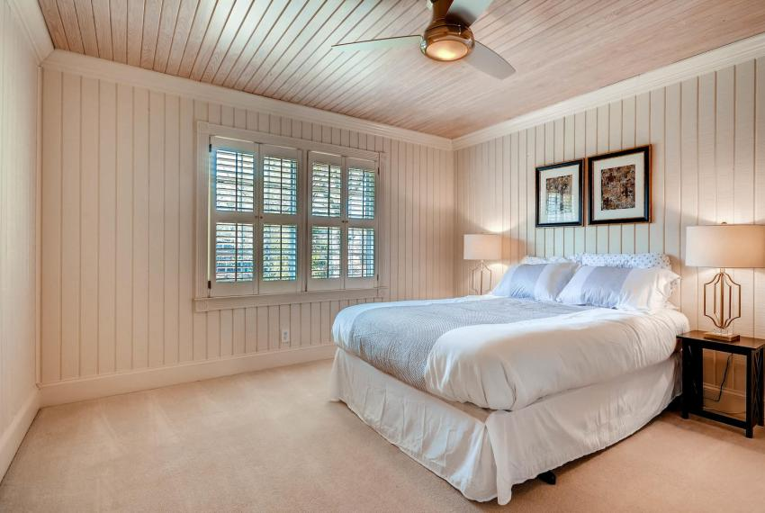 2828 Cravey Dr NE Atlanta GA-large-016-16-2nd Floor Master Bedroom-1499x1000-72dpi