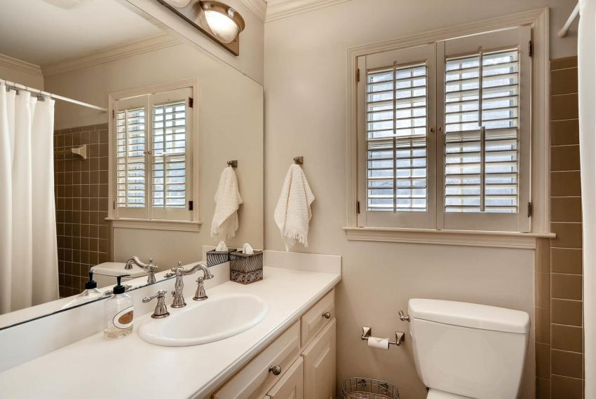 2828 Cravey Dr NE Atlanta GA-large-024-26-Bathroom-1499x1000-72dpi
