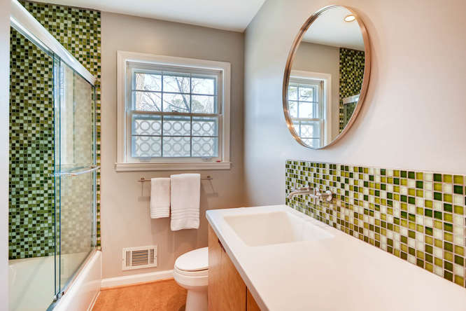2646 Hawthorne Place NE-small-029-20-Bathroom-666x445-72dpi