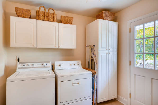 2638 Hawthorne Place NE-small-035-42-Main Level Laundry Room-666x445-72dpi