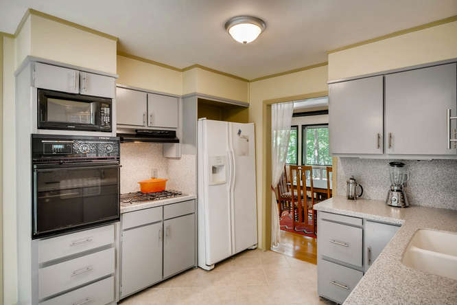 2391 Saint Andrews Court NE-small-015-32-Kitchen-666x445-72dpi