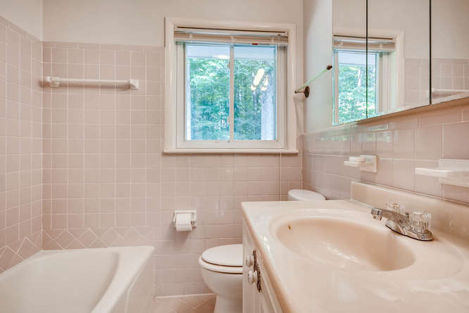 2528 Varner Drive NE Atlanta-small-024-26-Bathroom-666x445-72dpi