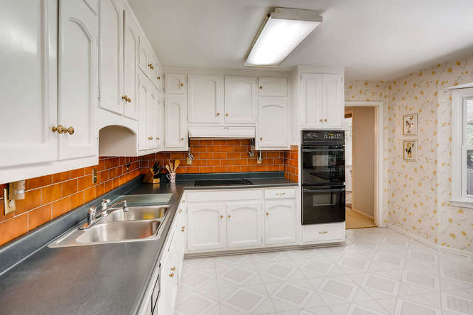 3186 Surgarplum rd Atlanta GA-small-015-16-2nd Floor Kitchen-666x445-72dpi