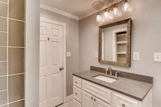 4260 Castle Pines Court Tucker-small-028-23-Bathroom-666x445-72dpi