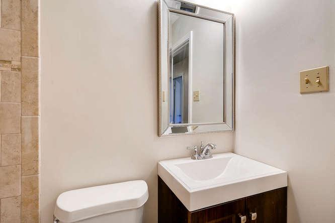 4001 Foxglove Rd Tucker GA-small-031-29-2nd Floor Bathroom-666x445-72dpi