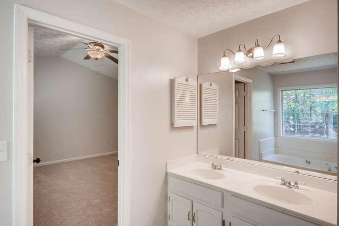 547 Ravinia Way Lawrenceville-small-029-28-2nd Floor Master Bathroom-666x445-72dpi