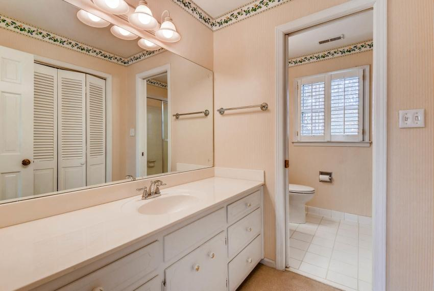 2556 midvale Forest Drive-large-031-35-2nd Floor Bathroom-1499x1000-72dpi