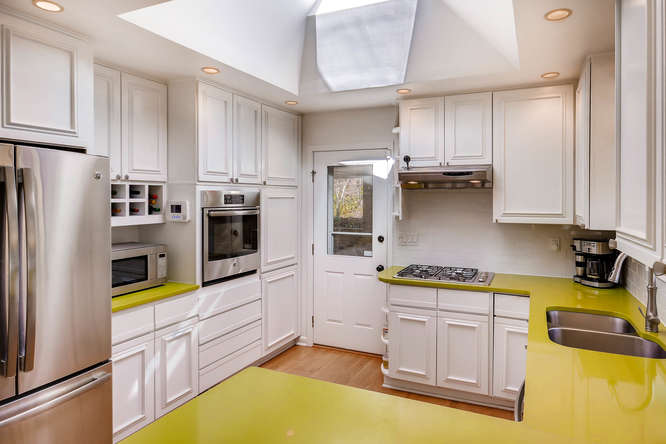 2703 Braithwood Drive NE-small-010-5-Kitchen-666x445-72dpi