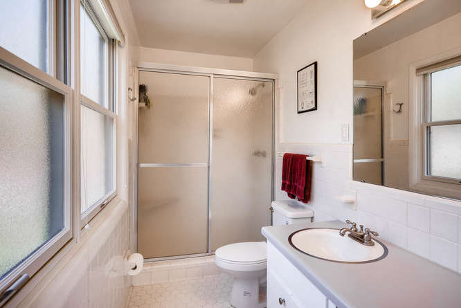2703 Braithwood Drive NE-small-016-32-2nd Floor Master Bathroom-666x445-72dpi