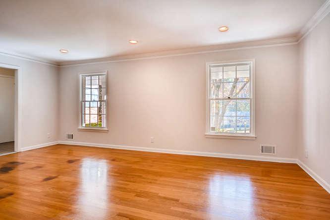 2882 Greenbush Place NE-small-006-4-Living Room-666x445-72dpi