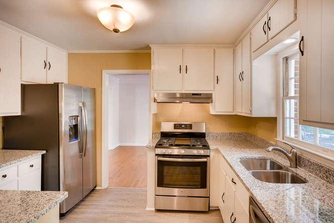 2882 Greenbush Place NE-small-011-10-Kitchen-666x444-72dpi
