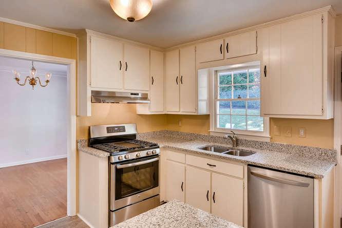 2882 Greenbush Place NE-small-012-25-Kitchen-666x445-72dpi