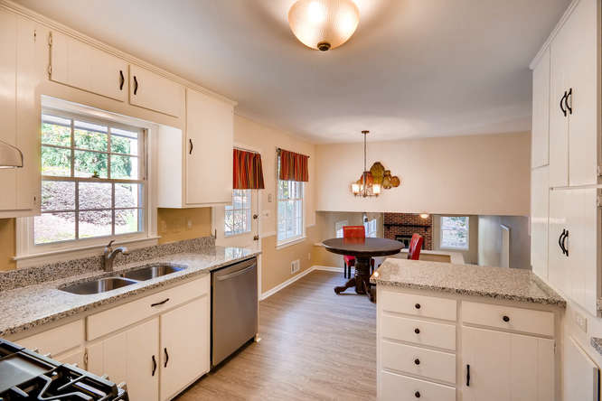 2882 Greenbush Place NE-small-013-26-Kitchen-666x445-72dpi